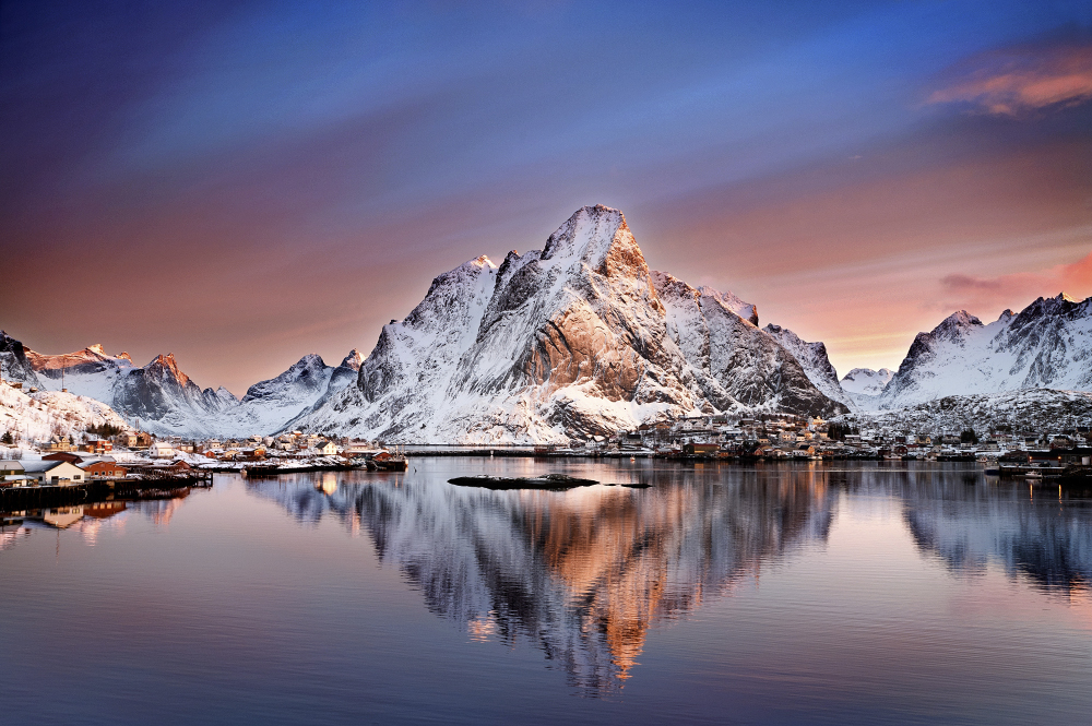 Arctic-Dawn,-Reine